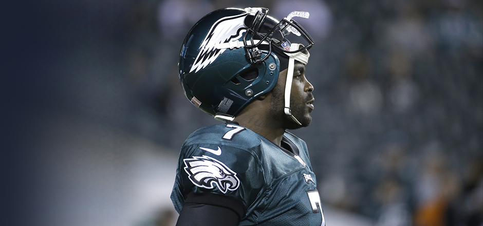 Philadelphia Eagles' Michael Vick warms up before the first half of an NFL football game between the Philadelphia Eagles and the Chicago Bears, Sunday, Dec. 22, 2013, in Philadelphia. (AP Photo/Matt Rourke)